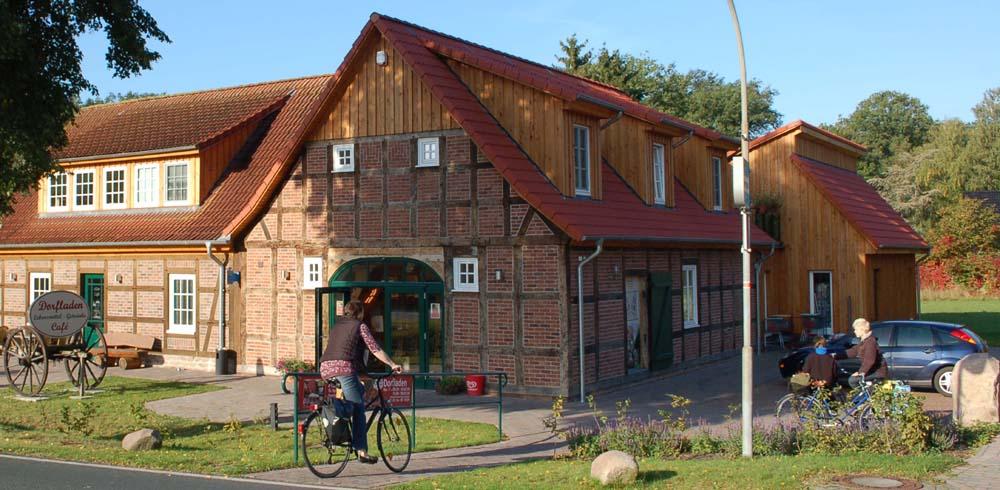 Mit dem Fahrrad zum Einkauf in den Dorfladen