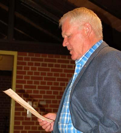 Walter Twelkemeyer vertrat den Gemeinderat und berichtete positiv vom Testeinkauf in Otersen