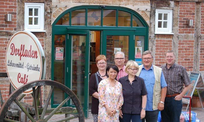 Die Deersheimer Dorfladen-Akteure informierten sich gemeinsam mit Wirtschaftsförderin Elke Selke im niedersächsischen Otersen.