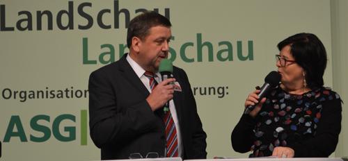 Günter Lühning zog als Sprecher des Dorfladen-Netzwerkes zog im Gespräch mit Moderatorin Petra Schwarz eine positive Bilanz der Grüne Woche 2015